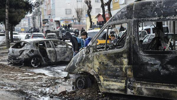 Запаљени аутомобили у граду Дијарбакир, Турска - Sputnik Србија