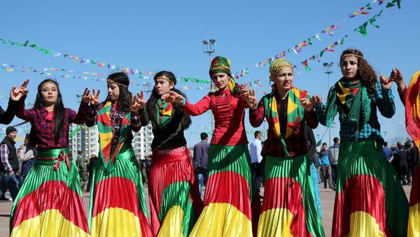 Жене Курди у националним ношњама - Sputnik Србија