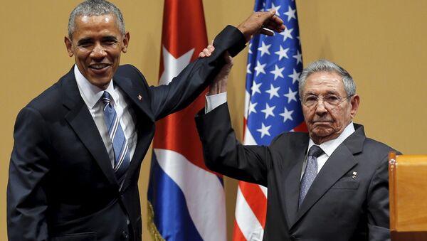 Председник САД Барак Обама и председник Кубе Раул Кастро - Sputnik Србија