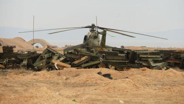 Helikopter sirijske vojske u blizini Palmire - Sputnik Srbija