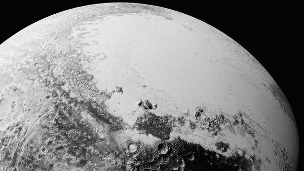 Pogled na Pluton - Sputnik Srbija