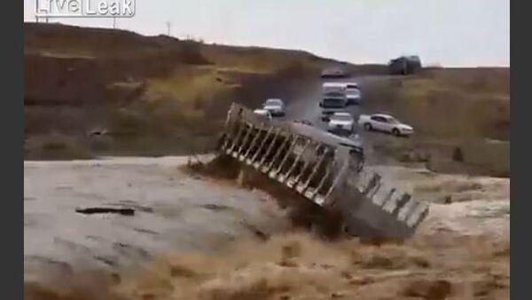 Truck Washed Away by a Mudflow - Sputnik Srbija