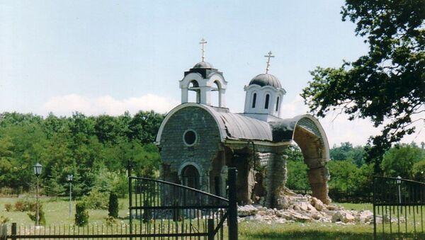 Srušena pravoslavna crkva na Kosovu jula 1999. godine - Sputnik Srbija