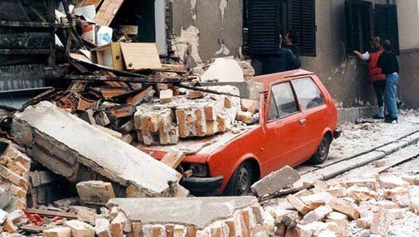 Улица Београда након налета засипања бомбама НАТО-а 1999. године - Sputnik Србија