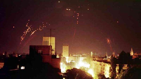 Nato bombardovanje SR Jugoslavija.Protiv vazdušna odbrana pokušava da obori NATO bombardere. - Sputnik Srbija