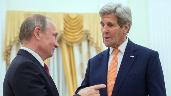 Ruski predsednik Vladimir Putin i američki državni sekretar Džon Keri - Sputnik Srbija