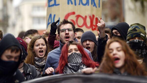 Протест младих у Француској - Sputnik Србија