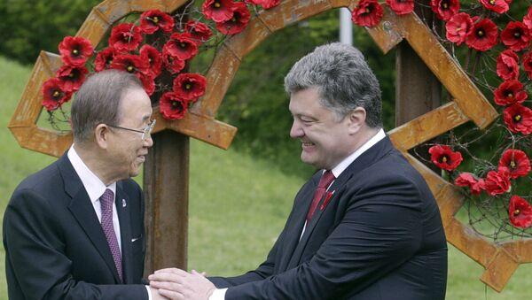 Sekretar UN Ban Ki Mun i predsednik Ukrajine Petro Porošenko - Sputnik Srbija