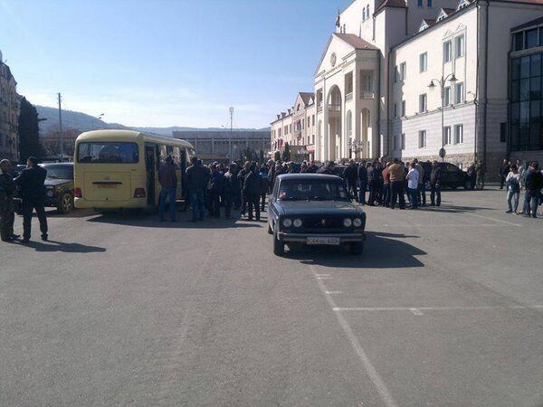 Окупљање добровољаца на тргу у Степанакерту - Sputnik Србија