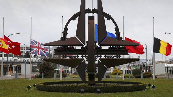 NATO logo zastave brisel sedište - Sputnik Srbija