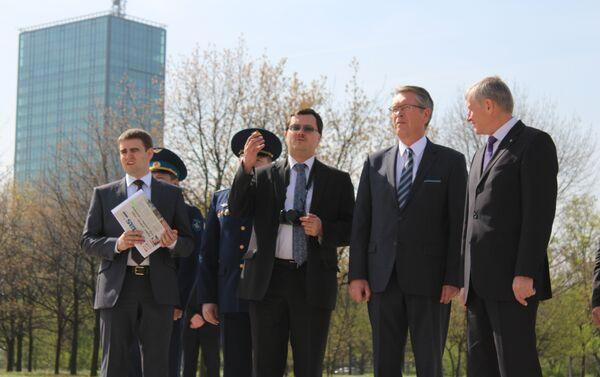 Његова екселенција амбасадор Руске Федерације у Републици Србији Александар Чепурин Генерални секретар Организације за колективну безбедност и Сарадњу (ОДКБ) Николај Бордјужа код Споменика жртвама НАТО бомбардовања на Ушћу - Sputnik Србија
