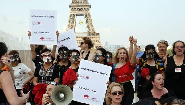 Protest takozvanih seksualnih radnika na trgu Trokadero u Parizu - Sputnik Srbija