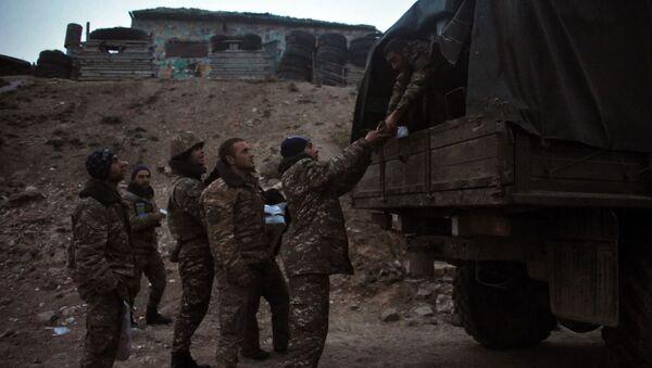 Војници карабашке армије на линији разграничења у Нагорно-Карабаху - Sputnik Србија