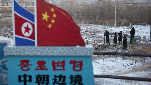 Zastave Severne Koreje i Kine - Sputnik Srbija