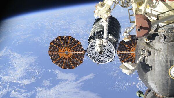 Пристајање теретног свемирског брода Сигнус ОА-6 (Лабуд) на МСС - Sputnik Србија