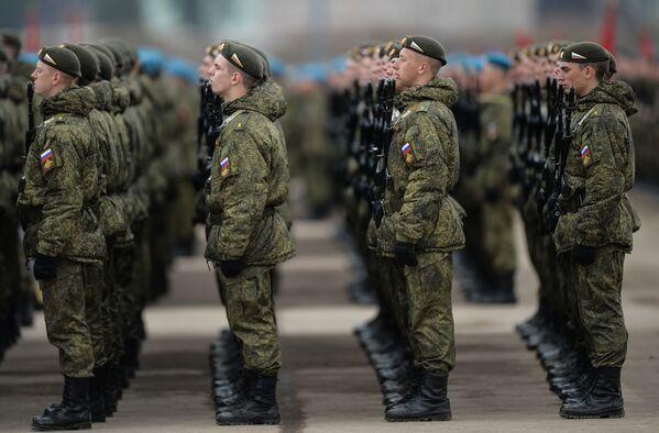 Pripreme za vojnu paradu, posvećenu pobedi u Drugom svetskom ratu - Sputnik Srbija