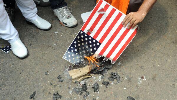 Paljenje zastave SAD - Sputnik Srbija
