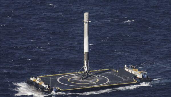 Ракета-носач Фалкон 9 на платформи у Атлантском океану - Sputnik Србија