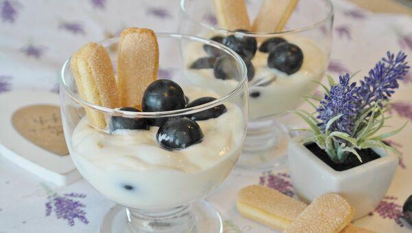Из исхране би требало искључити брашно, слаткише и максимално ограничити унос соли. - Sputnik Србија
