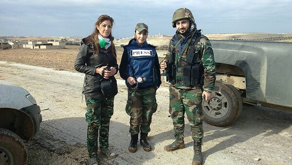 Сиријска новинарка Самур Абас, ратни извештач, на првој линији фронта - Sputnik Србија