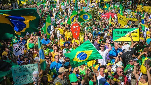 Demonstracije na kojima narod Brazila traži ostavku predsednice Dilme Rusef u Porto Alegreu - Sputnik Srbija