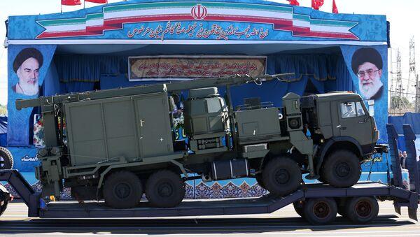 Ruski raketni kompleks S-300 na vojnoj paradi u Teheranu u čast Dana vojske Irana - Sputnik Srbija