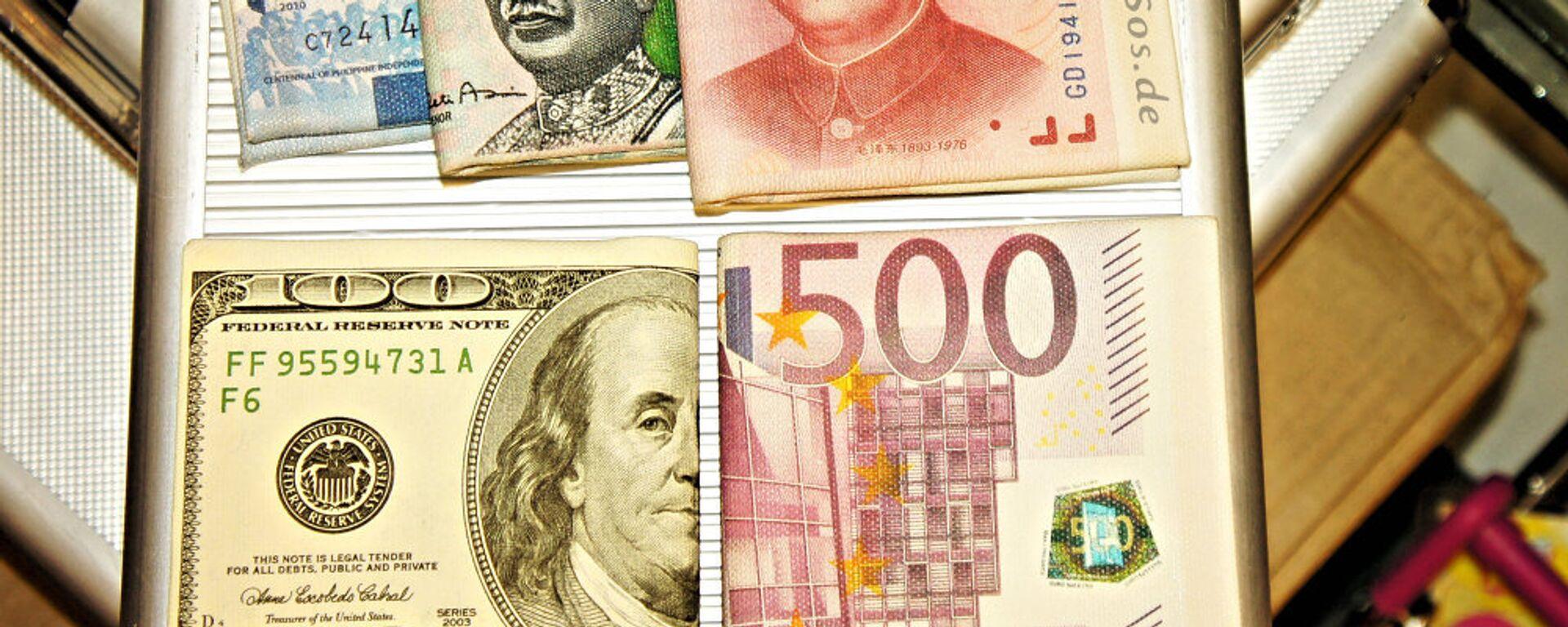 Кинески јуан, евро, амерички долар и друге валуте - Sputnik Србија, 1920, 08.05.2021