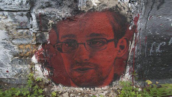 Mural posvećen Edvardu Snoudenu  - Sputnik Srbija