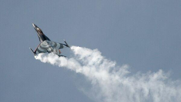 Израелски авион Ф-16 у лету - Sputnik Србија