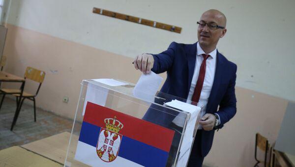 Gradonačelnik Kosovske Mitrovice Goran Rakić na glasačkom mestu - Sputnik Srbija