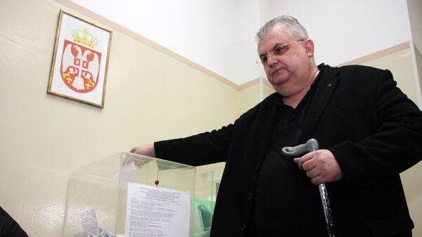 Predsednik Lige socijaldemokrata Vojvodine Nenad Čanak (S) glasao je danas nešto posle 12 sati na biračkom mestu broj 197 u srednjoj skoli Dositej Obradović u Suvoborskoj ulici broj 6 u Novom Sadu // - Sputnik Srbija