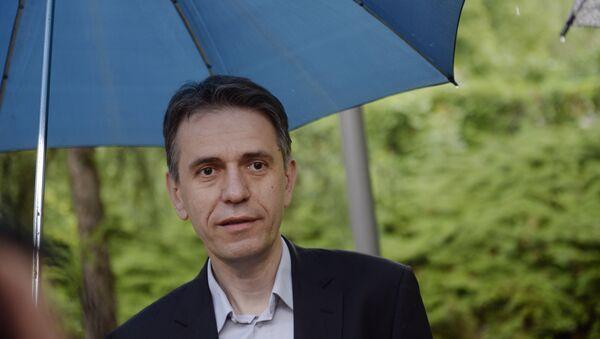 Председник покрета Доста је било Саша Радуловић (на слици) гласао је данас на бирачком месту 40 у дечијем вртићу Церак. - Sputnik Србија