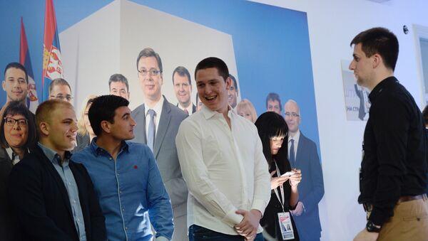 Sin predsednika Srpske napredne stranke Aleksandra Vučića, Danilo Vučić u sedištu SNS  - Sputnik Srbija