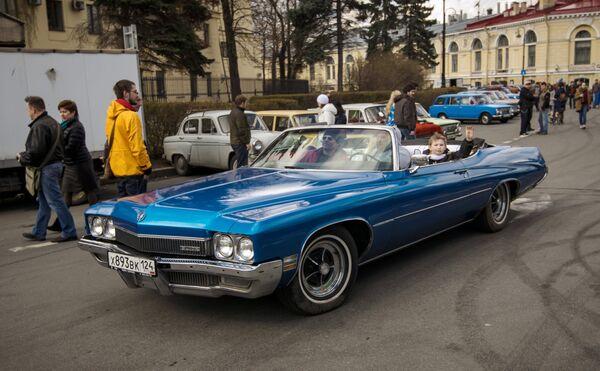 Skup ljubitelja starih atomobila u Sankt Peterburgu - Sputnik Srbija