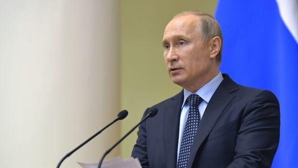 Predsednik Rusije Vladimir Putin obraća se članovima Zakonodavnog saveta u Sankt Peterburgu - Sputnik Srbija