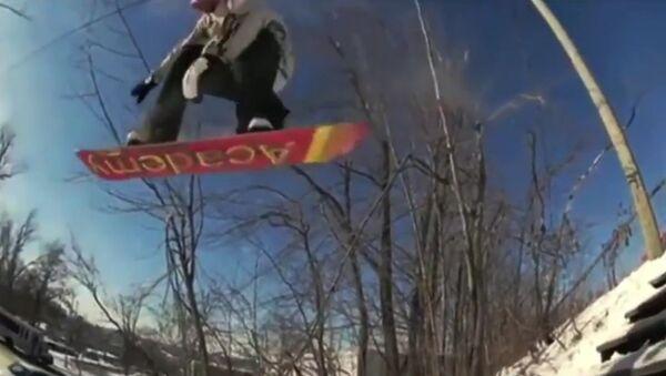 Snowboarder vs car - Sputnik Србија