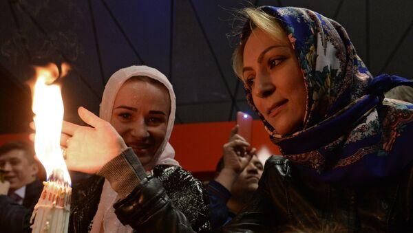 Благодатни огaњ стигао у Москву - Sputnik Србија