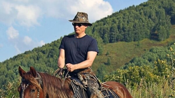 Vladimir Putin na konju - Sputnik Srbija