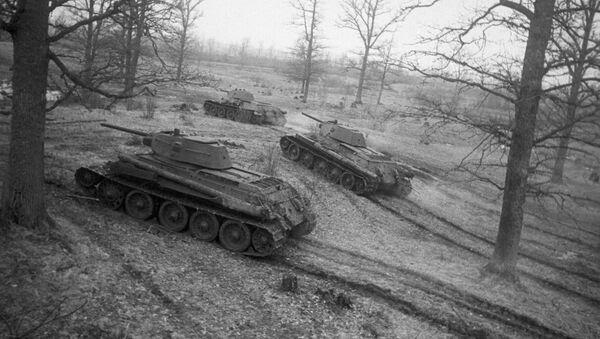 Sovjetski tenkovi T-34 u napadu - Sputnik Srbija