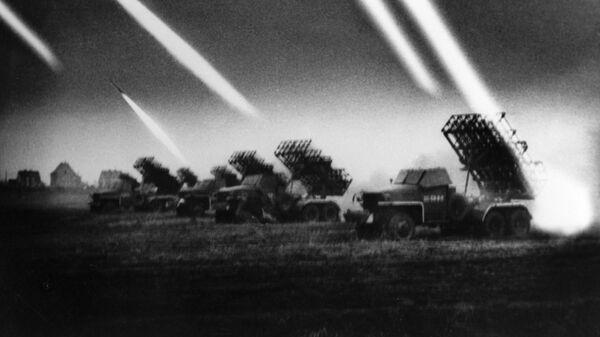 """Sovjetski višecevni bacači raketa """"kaćuša"""" na 1. ukrajinskom frontu - Sputnik Srbija"""