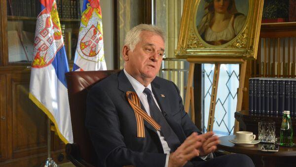 Predsednik Srbije Tomislav Nikolić sa Georgijevskom lentom - Sputnik Srbija
