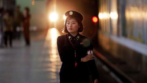 Radnica metroa u Pjongjangu, prestonici Severne Koreje - Sputnik Srbija