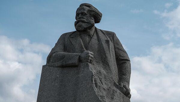 Споменик Карлу Марксу на Театралном тргу у Москви - Sputnik Србија