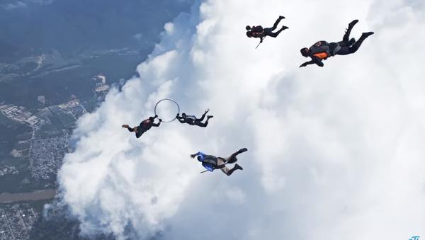 Квидич међу облацима: Скајдајвери остварили сан сваког љубитеља Харија Потера - Sputnik Србија