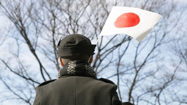 Čovek sa zastavom Japana - Sputnik Srbija