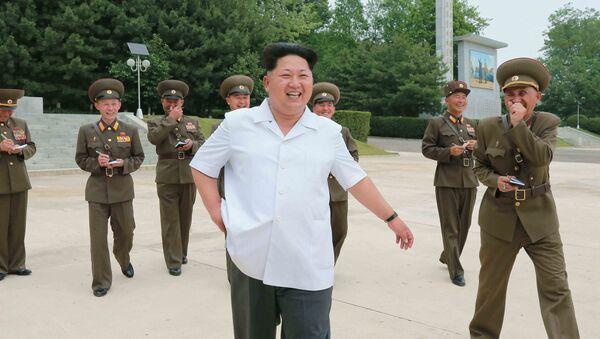 Лидер Северне Кореје Ким Џонг Ун у обиласку академије за ПВО на непознатој локацији - Sputnik Србија