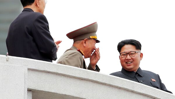 Лидер Северне Кореје Ким Џонг Ун на војној паради у Пјонгјангу, 10. мај 2016. - Sputnik Србија