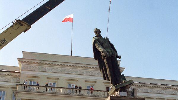Процењује се да постоји око 200 демонтираних споменика. - Sputnik Србија