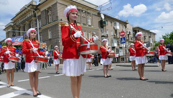 Učesnici svečane povorke, posvećene drugoj godišnjici proglašenja nezavisnosti DNR u Donjecku - Sputnik Srbija