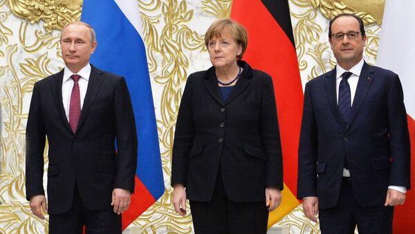 Vladimir Putin, Angela Merkle i Franso Oland u Moskvi - Sputnik Srbija